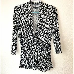 Adrianna Papell Black White Wrap Top 3/4 Sleeves